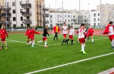 Mecz piłki nożnej drużyny Wolves w Międzynarodowym Liceum Ogólnokształcącym we Wrocławiu